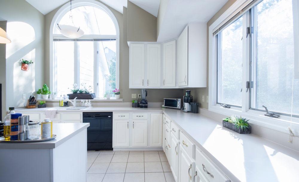 Altro esempio di disposizione cucina lineare è quella collocata su due fronti. Le Migliori Soluzioni Per Una Cucina Moderna E Funzionale Come Lo Faccio