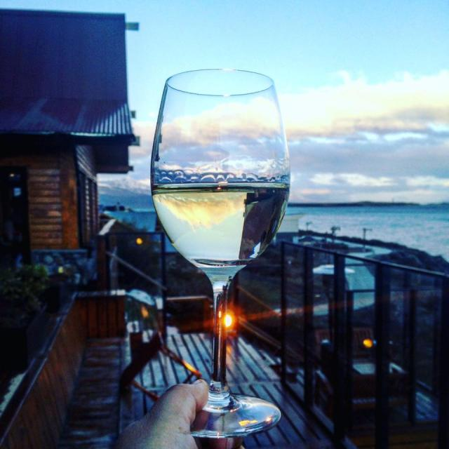 It was party time as Los Cauquenes hotel and spa in Ushuaia turned 10 this week. In this gratuitous celebratory shot, the appropriately named Bodega Del Fin Del Mundo Chardonnay captured the moment and reflected the Andes.