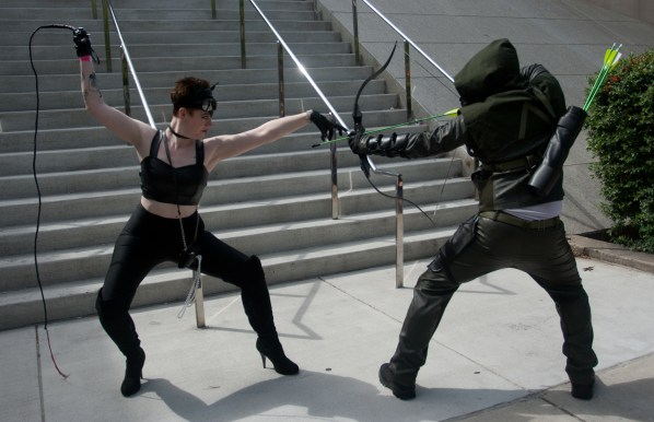 Cat Woman vs Green Arrow
