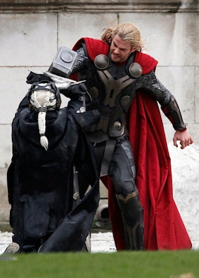 Thor-The-Dark-World-On-The-Set-chris-hemsworth-32935842-1073-1500.jpg