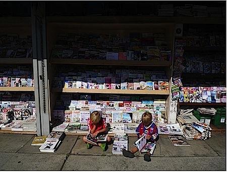 kdis reading comics