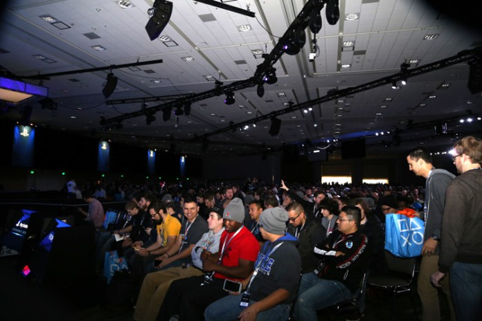 crowd packs upstairs room for keynote 2hrs before showtime.