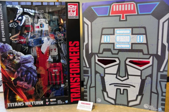 Fortress Maximus in box
