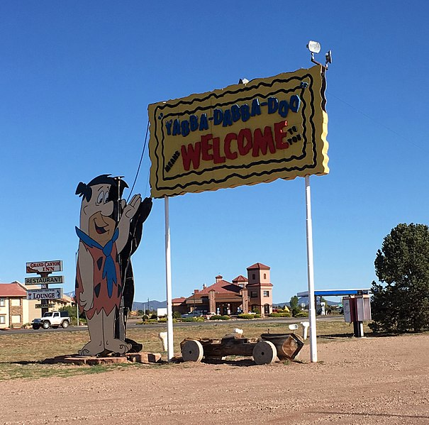 605px-Williams_-_Bedrock_City_-_Yabba-Dabba-Doo_Welcome_Sign_(35359967780).jpg