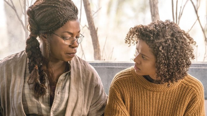 Lorraine Toussaint and Gugu Mbatha-Raw in Fast Color