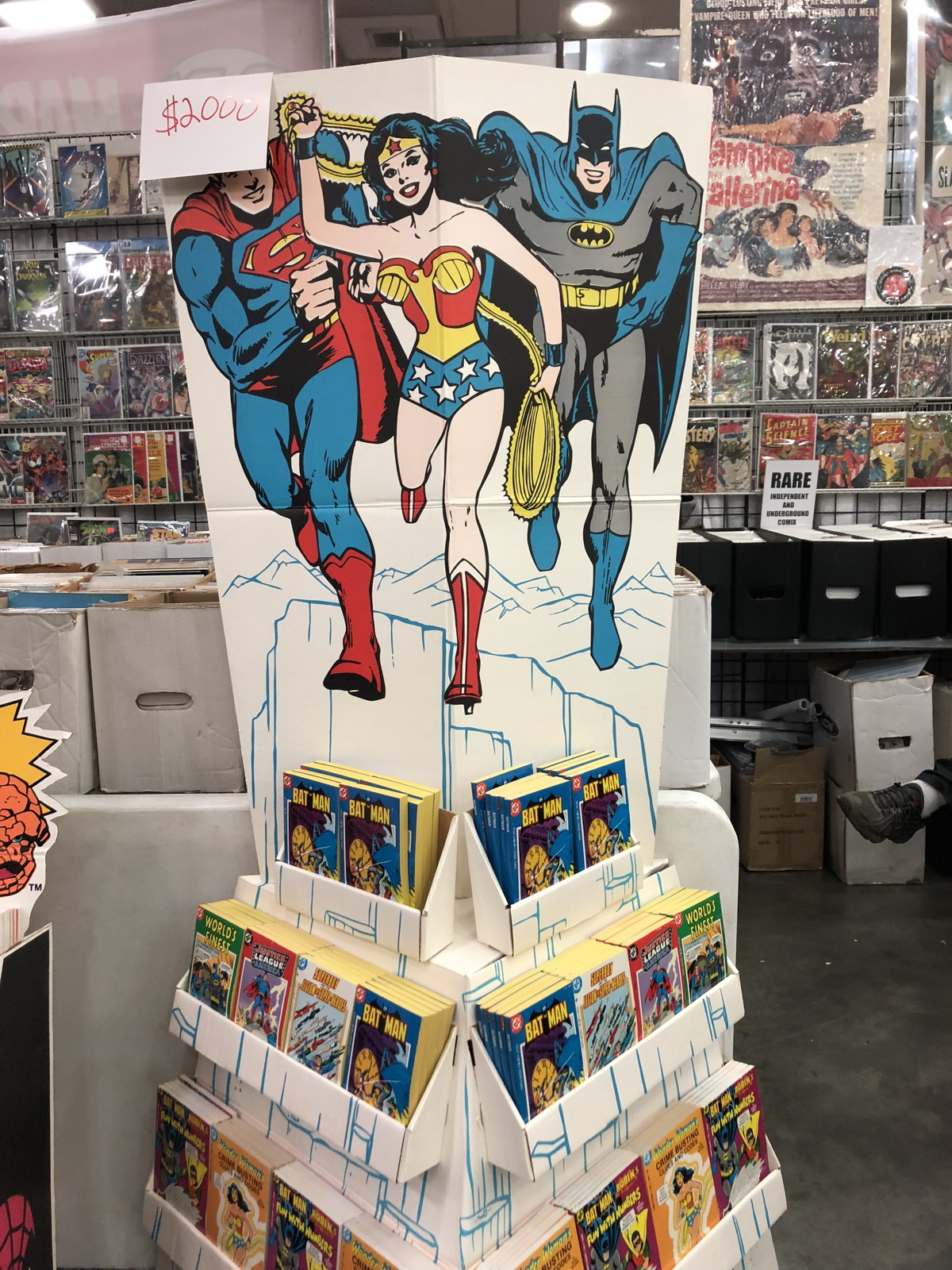 baltimore comic con dc display