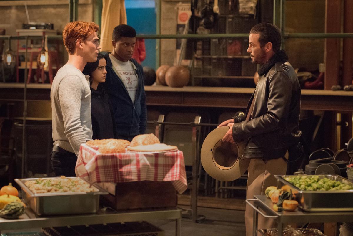Skeet delivers bad news to Archie on Riverdale