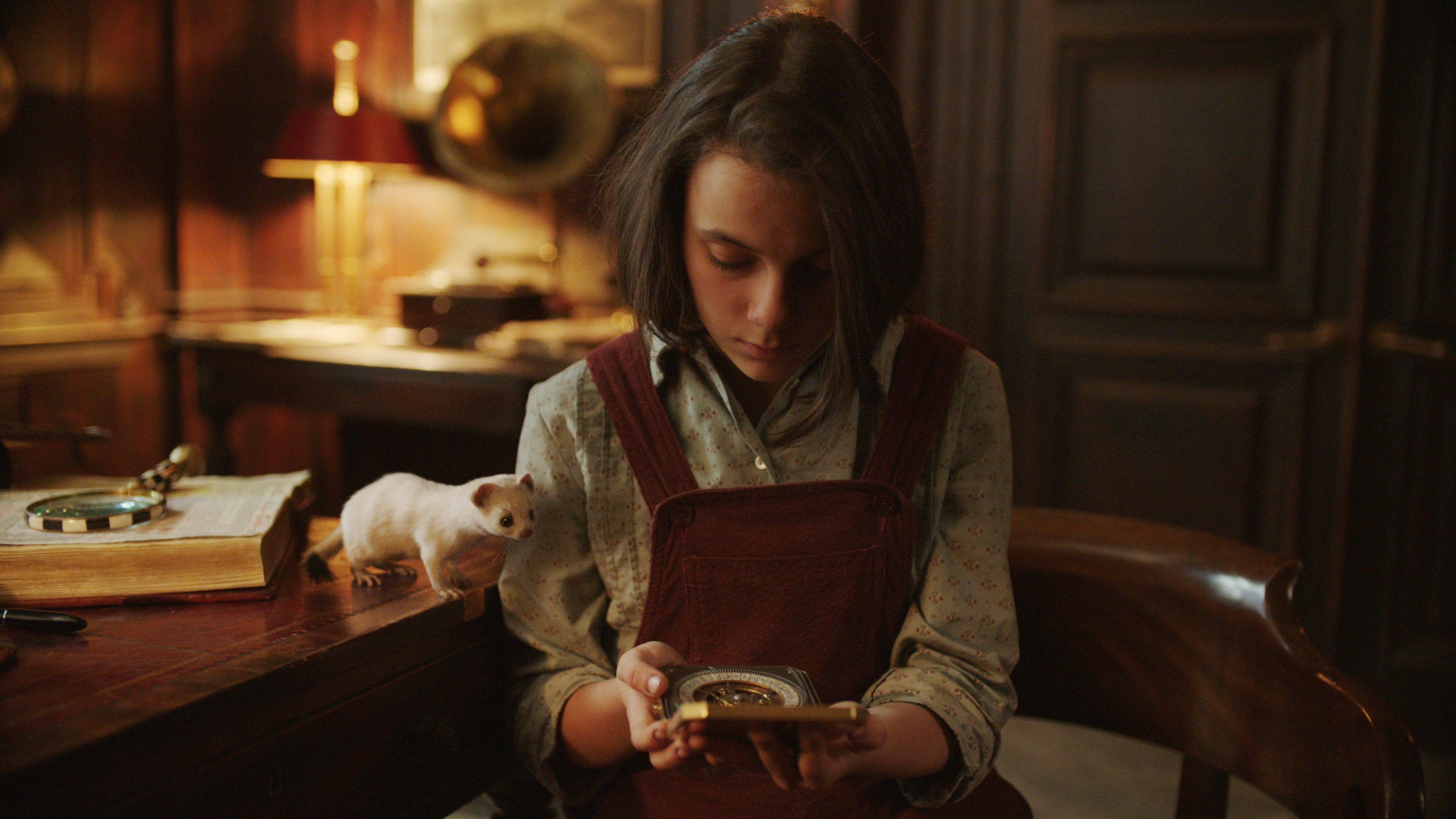 Dafne Keen in His Dark Materials S1E1