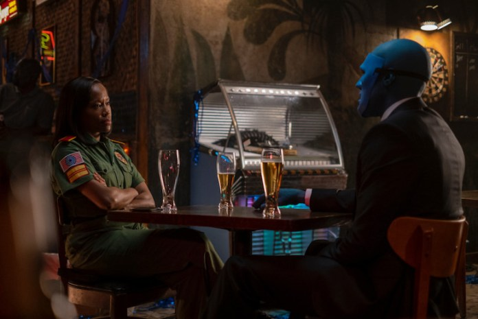 Angela and Dr Manhattan sit down to beers in a Vietnam bar