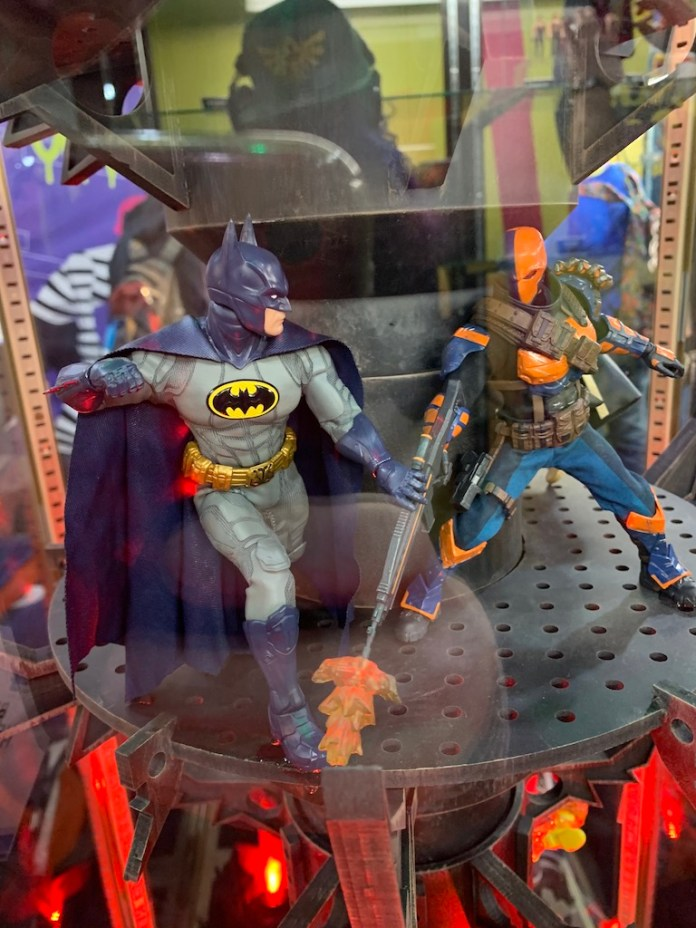Mezco One 12 Batman vs Deathstroke