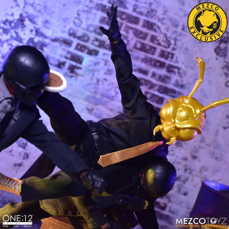 Mezco Agent Gomez in action