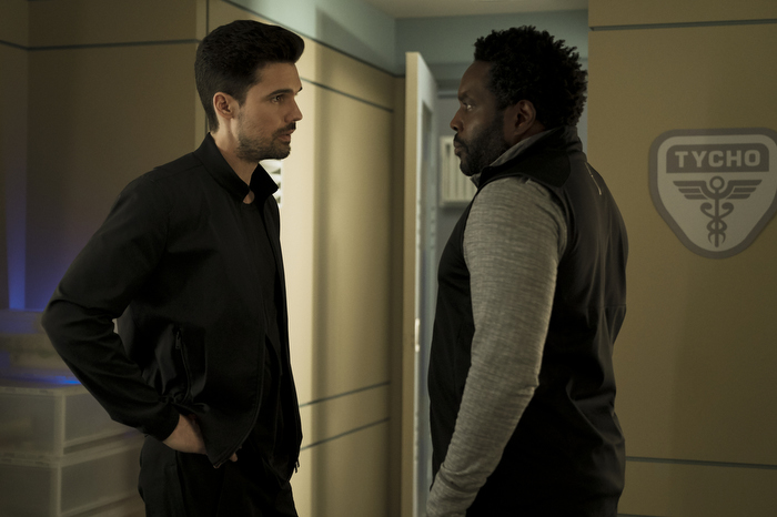 """Jim Holden (Steven Strait) and Fred Johnson (Chad L. Coleman) are on the hunt in """"Mother"""""""