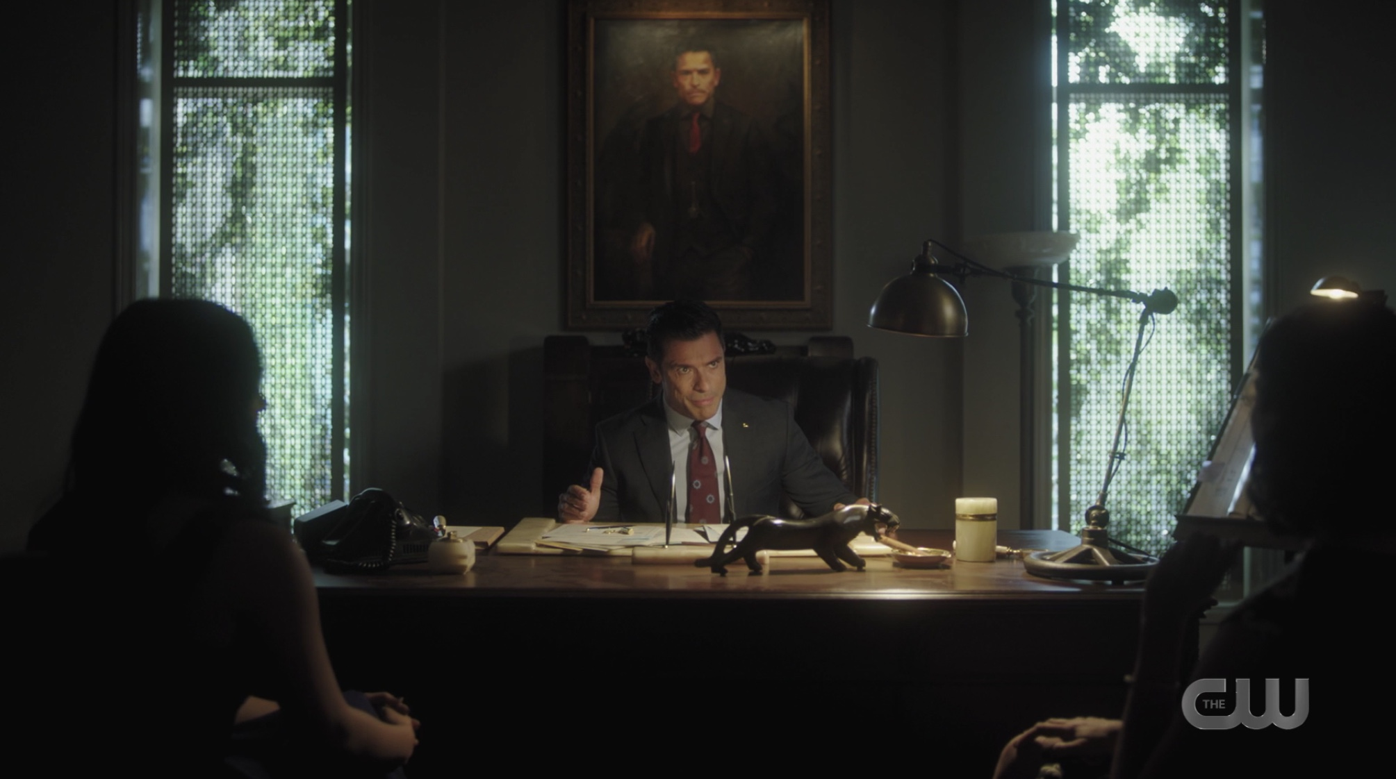 Hiram is given an ultimatum by Hermosa and Veronica