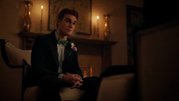 Hiram offers Archie a job as Riverdale deputy mayor