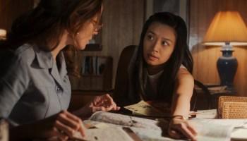 "Karen Baldwin (Shantel VanSanten) and Kelly Baldwin (Cynthy Wu) plot a college trip in ""Rules of Engagement"""