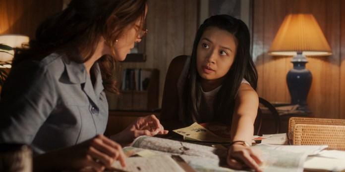 Karen Baldwin (Shantel VanSanten) and Kelly Baldwin (Cynthy Wu) plot a college trip in