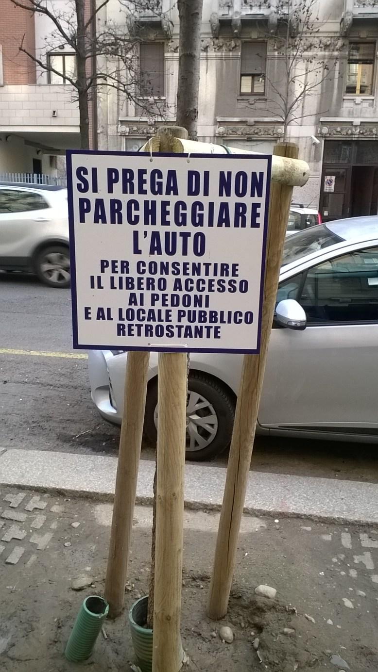 Cartello esposto dal gerente di un locale in Via Garigliano