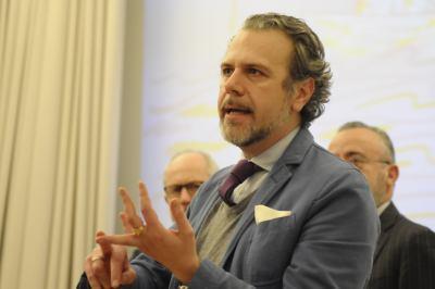 Presidente COMITES Ernesto Pravisano