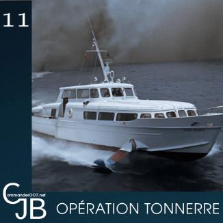 """John Stears raconte le tournage de l'explosion finale du Disco Volante : """"J'ai reçu les produits explosifs la veille, n'ai pas eu le temps faire des tests, et n'avait aucune indication sur le dosage à utiliser pour réaliser l'explosion. [...] Les charges étaient placées à l'avant du bateau et devaient s'actionner au moment où il faisait contact avec les rochers. La mer s'est ouverte et a englouti le bateau. Un creux de 12 mètres de profondeur sur 100 mètres de large, on voyait le fond. Puis l'eau est remontée. [...] Je commence à remballer les caméras, et soudain j'ai levé les yeux : au milieu du ciel bleu azur, juste au dessus de nous, un nuage grossissait et noircissait. Quelques quarante tonnes de débris de bateau nous tombaient dessus. Quatre ou cinq minutes s'étaient écoulées depuis l'explosion. Ça vous donne une idée de la hauteur à laquelle le bateau a été propulsé. [...] A notre retour à Nassau, les vitres de la rue située à 50 kilomètres de l'explosion avaient volé en éclat"""". Source : The James Bond Archives"""