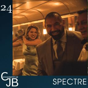 """Daniel Craig sur le tournage de #SPECTRE : """"Je finis toujours par me faire mal au cours des cascades sur les James Bond"""". Avec Dave Bautista, on s'est vraiment tapé dessus. Je l'ai frappé au nez et il a pissé le sang. Son costume a été ruiné. De mon coté, je me suis déchiré le genou à cause d'une mauvaise position qui m'a fait glissé. On a tous les deux eu besoin de voir des docteurs après cette scène, donc ça va, c'est plutôt équilibré""""."""