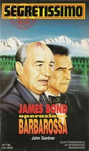 Couverture italienne qui fait figurer Gorbatchev à côté de Bond !