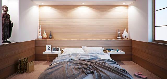Lit dans une chambre à coucher design, parfait pour dormir mieux !