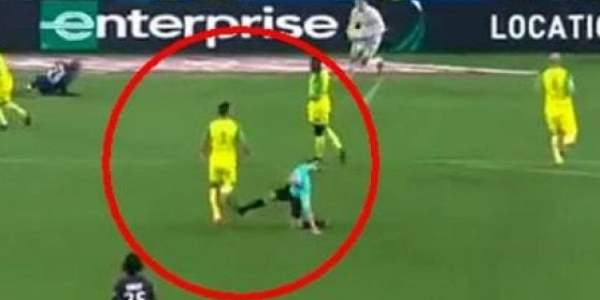 Arbitro, sgambetto plateale su un giocatore del Nantes, sospeso a tempo indeterminato – INCREDIBILE VIDEO