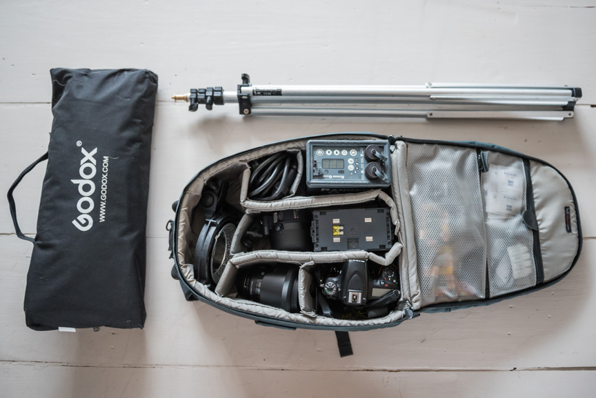 photo rucsac containing kit to shoot studio portraits