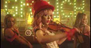 Youre-A-Mean-One-Mr.-Grinch-Lindsey-Stirling-ft.-Sabrina-Carpenter