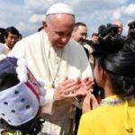 El Papa arribó a Myanmar en una visita cruzada por las crisis étnica y humanitaria