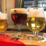 Insólitas medidas en Bélgica para que los turistas dejen de robarse los vasos de cerveza de los pubs
