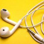 ¿Usar audífonos te lleva a la pérdida de audición?