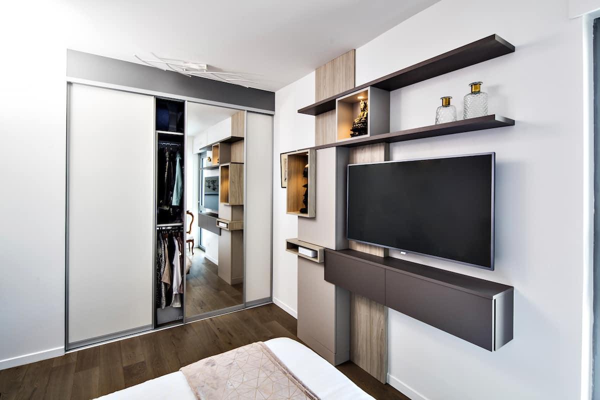 chambre design avec meuble tv couleur