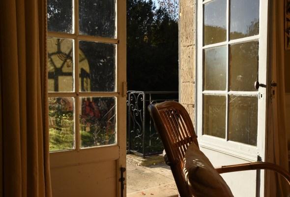 Manoir - salon donnant sur le jardin