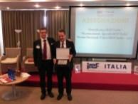 """Rivoli (TO), 30.09.2013 – Il Presidente IREF ITALIA, Dott.Rag.Mirco Comparini, rilascia il """"Riconoscimento Speciale"""" al Dott.Fabio Pasquali, Presidente di AZ Franchising"""