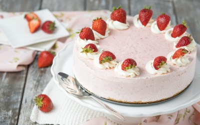 Frozen Yogurt Strawberry Cake