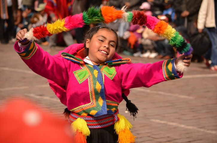 Bailes típicos por Inti Raymi en Cusco.