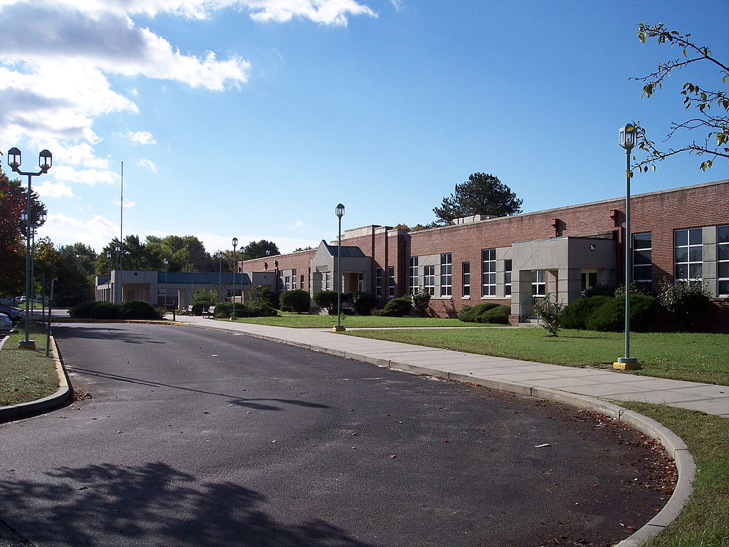 1024px-Fruitland_intermediate_school