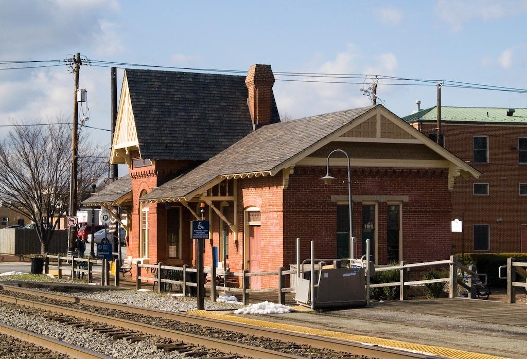 Gaithersburg_train_station_1