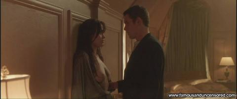 Angelina Jolie Taking Lives Live Angel Table Topless Bed Hd