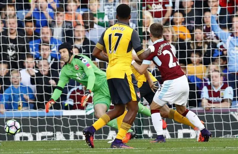 Iwobi Struggles As Arsenal Pip Stubborn Burnley