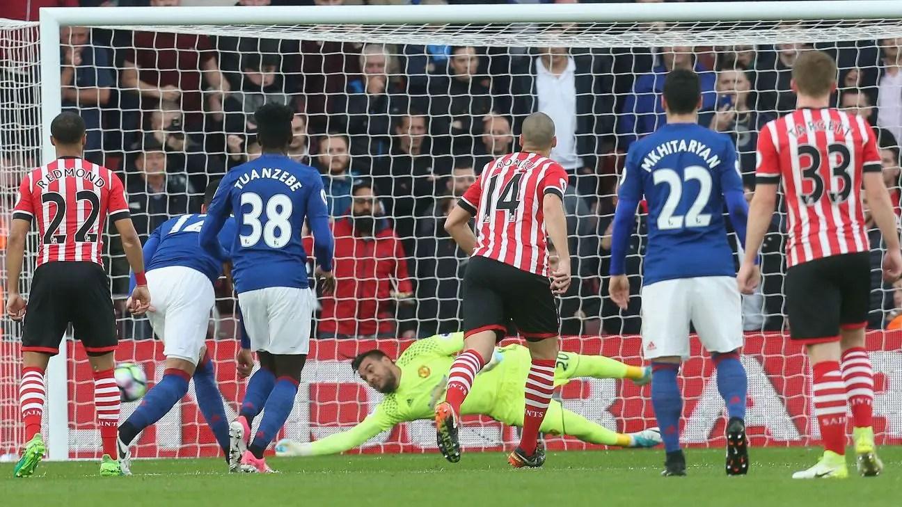 Romero Stars As Man United Hold Southampton