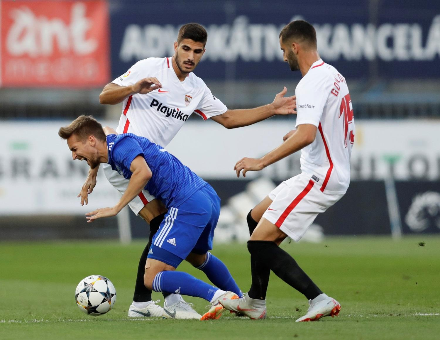 Gonalons Situation Could Force Sevilla Hand