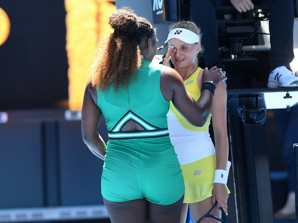 Australia Open: Serena Williams Beats, Consoles Teen Opponent;  Faces Halep In 4th Round