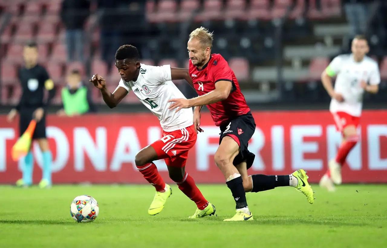 Schalke Complete Winger Deal