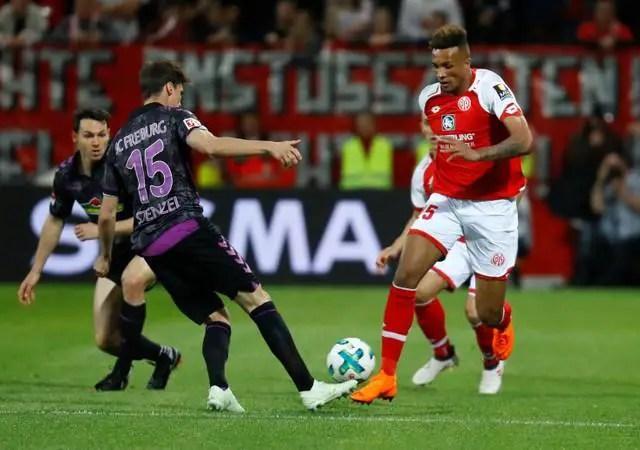Arsenal Back In For Defender