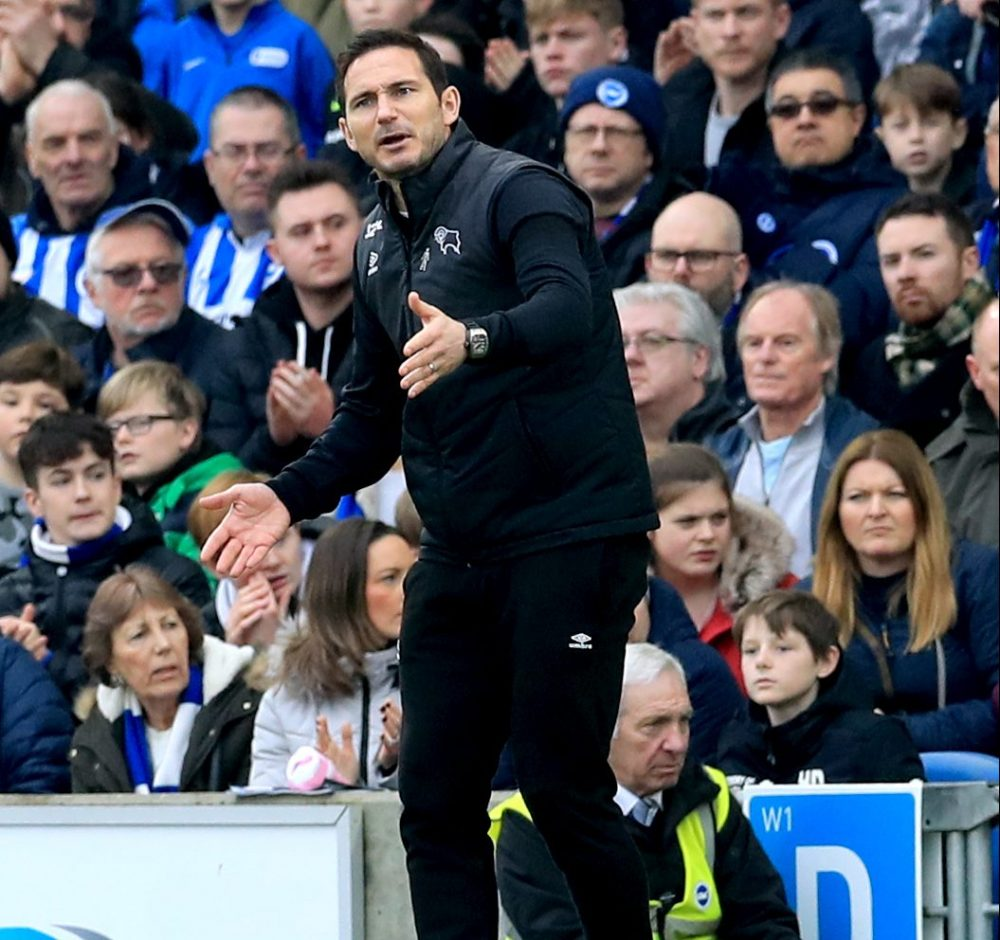Chelsea Legend Shows Sarri Support