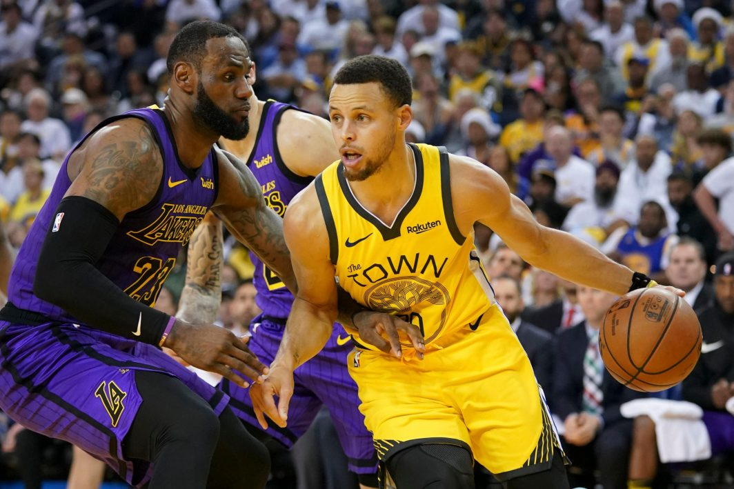 Warriors In Full Flight For Curry
