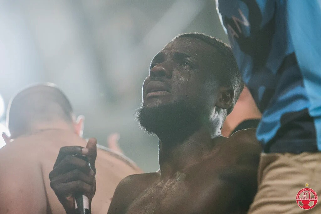 Ogu Bids Be'er Sheva Fans, Teammates Goobye In Tears