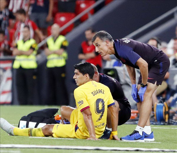 Barcelona Confirm Suarez's Indefinite Injury-Induced Layoff